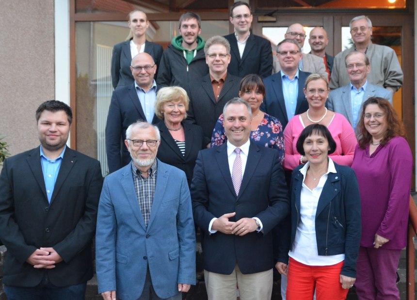 Der neugewählte CDU-Stadtverbandsvorstand vor dem Evangelischen Gemeinehaus in Hassel