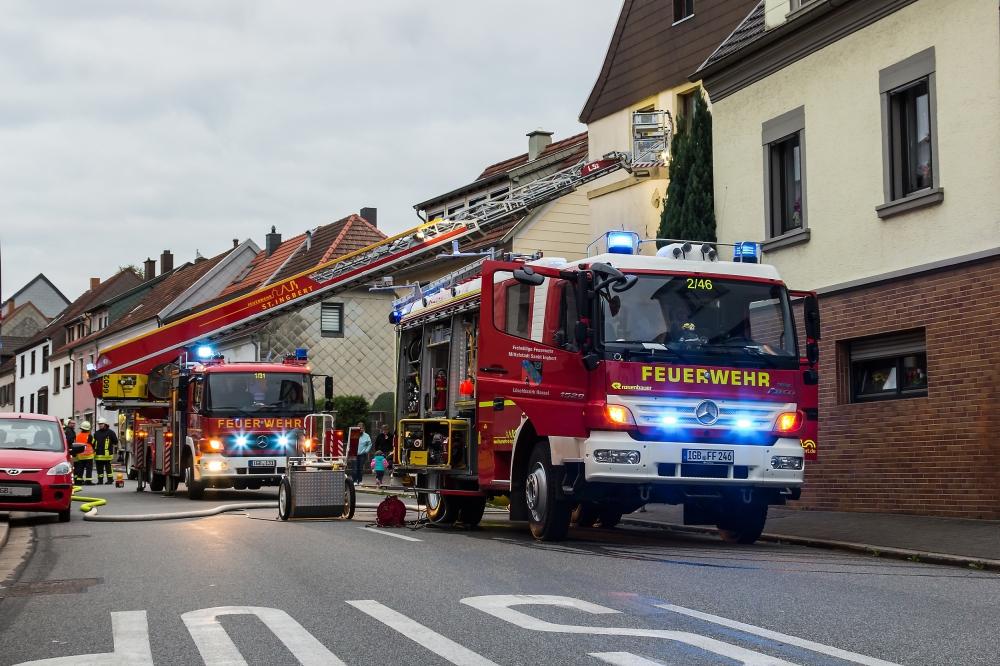 Einsatzfahrzeuge in der Lindenstraße