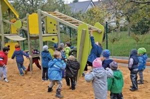 Kinder dürfen erstmals aufs Spielhaus