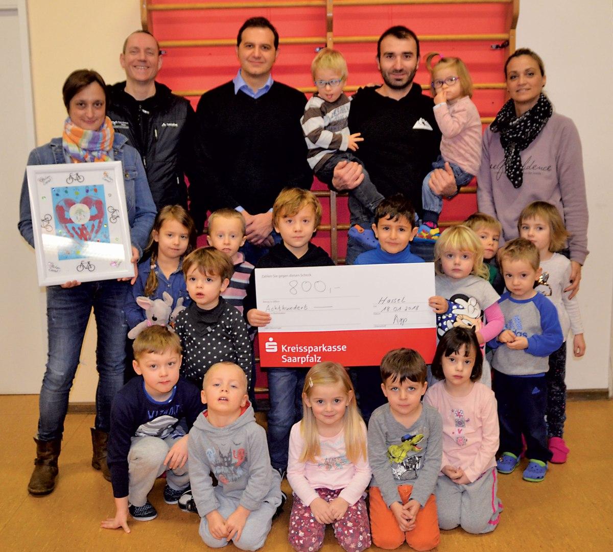 Team Weihnachtsbiken übergibt Spende